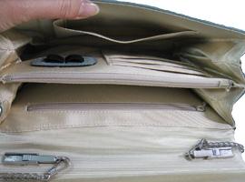 革のペン差し部分は再利用し、布地で内張りを作製、張替えました。