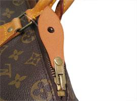 近い色のヌメ革で引き手を作製、取り付けました。 カシメ(丸い金具)は、一度はずすと再利用出来ませんので、国産の金具に交換になります。