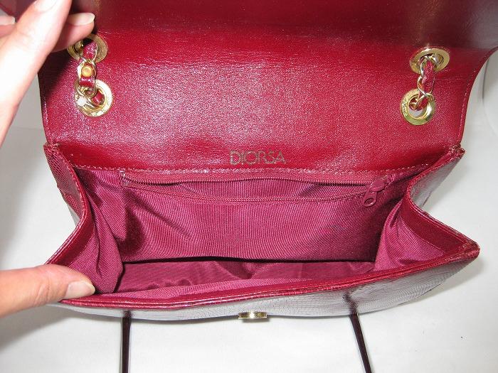 赤い布地で内張りを作製し、取り付けました。 ご希望により背面側にファスナーポケットを設けました。