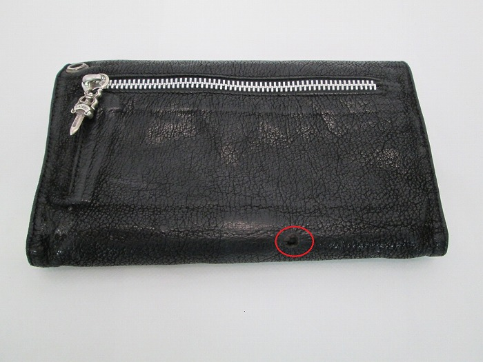 お財布にタバコの火がついて、丸く穴が開いてしまった!!