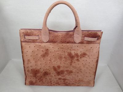 シミで表面の色見が変わってしまったバッグを、